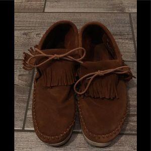 Minnetonka shoes size 8